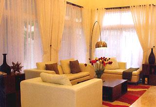 Cửa sổ trong nhà biệt thự và nhà vườn không dễ bố trí.